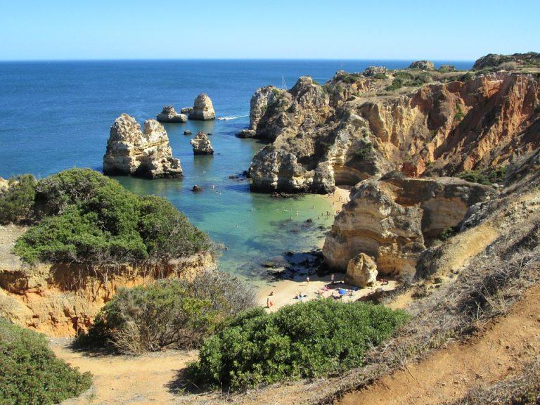 Uolėta Algarvės pakrantė