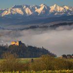 Aukštieji Tatrai tęsiasi ir Lenkijoje, ir Slovakijoje