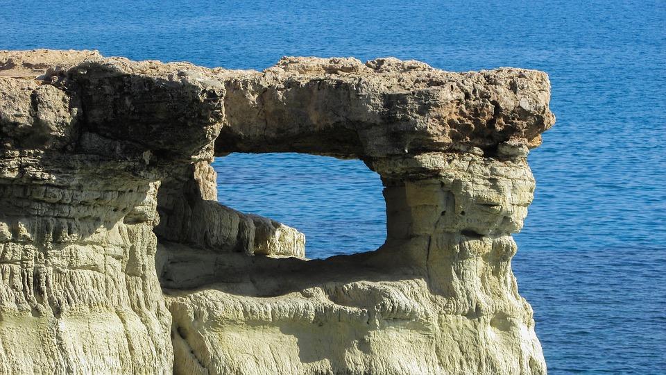 Uolos Kipro saloj
